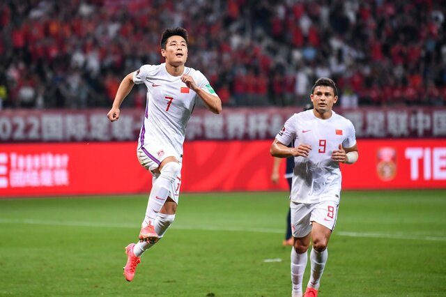 Wu Lei và cầu thủ nhập tịch Brazil - Elkeson