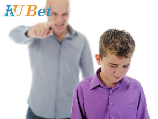 2 bố con cãi nhau