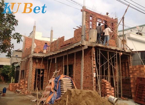 Cha mẹ xây một ngôi nhà mới