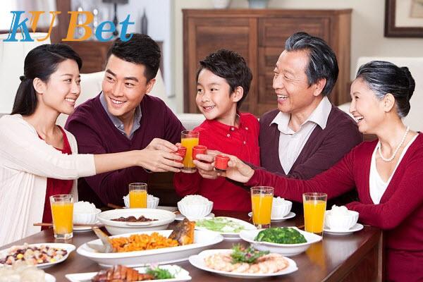 Ăn cơm với bố mẹ