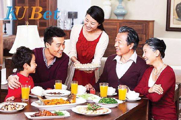 Ăn uống cùng gia đình