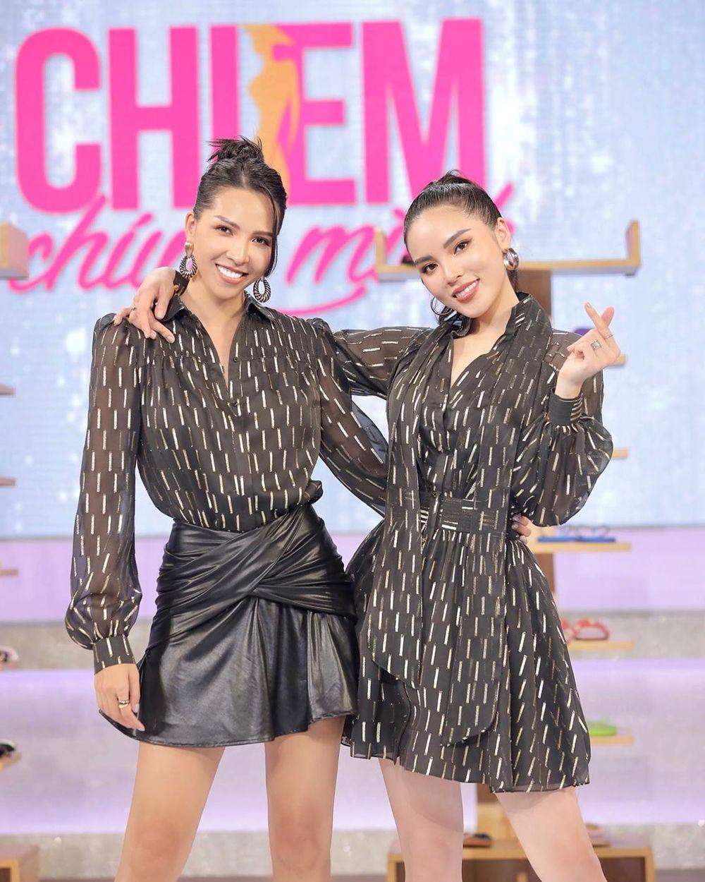 Kỳ Duyên - Minh Triệu đôi khi diện đồ đôi trên sóng truyền hình.
