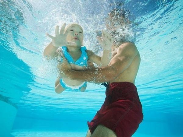 Bạn cần hết sức đề phòng khi thấy mình đang bơi dưới sông, nằm mơ thấy chân