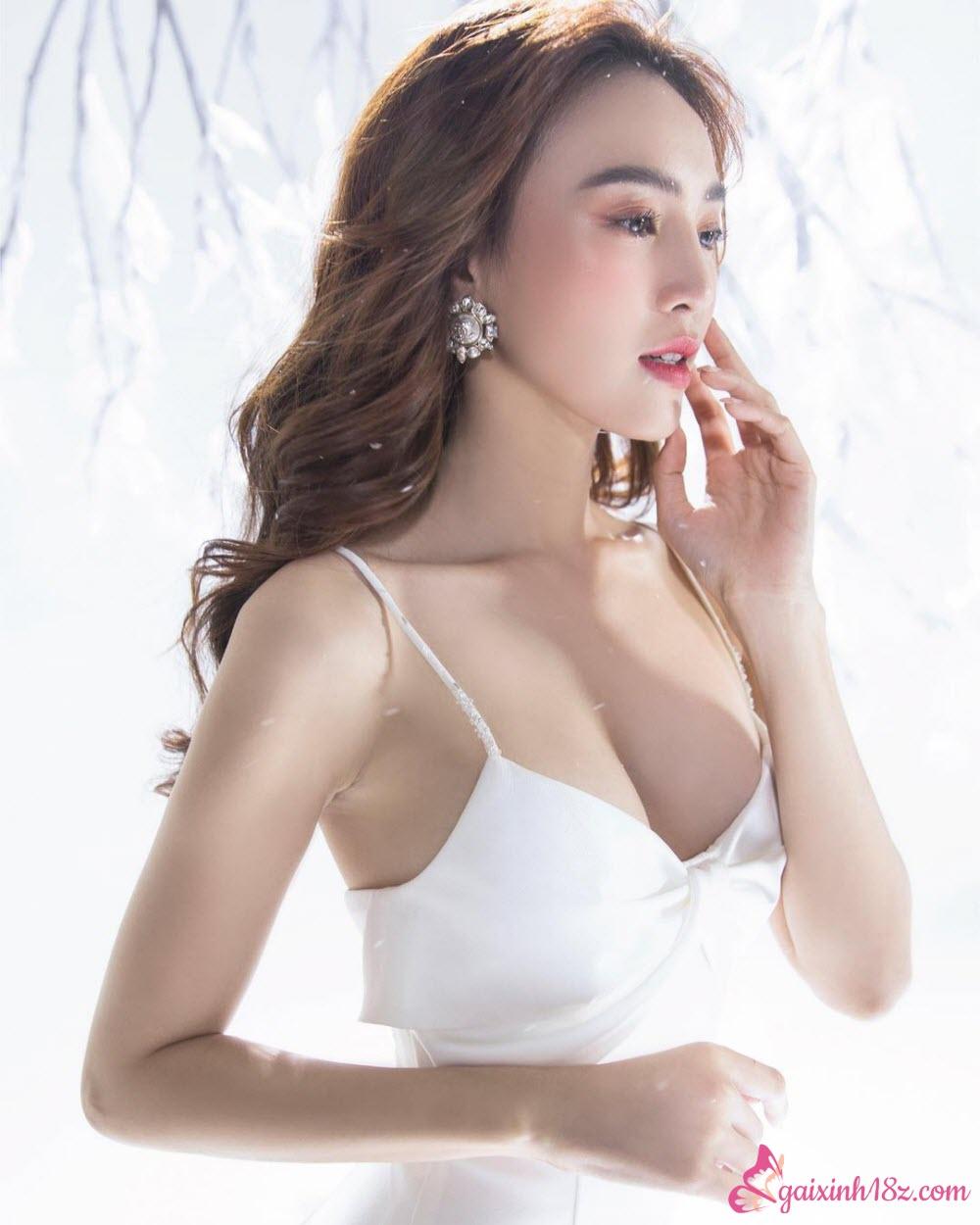 Ninh Dương Lan Ngọc xinh lung linh khi trang điểm