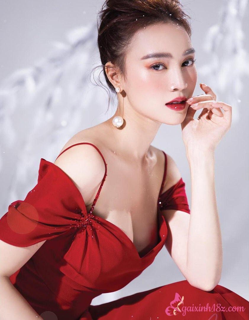Ninh Dương Lan Ngọc chụp ảnh xinh studio