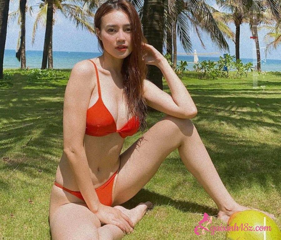 Ninh Dương Lan Ngọc ở phú quốc tắm biển mặc bikini