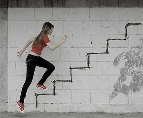 Có rất nhiều lời giải thích cho giấc mơ đi lên cầu thang
