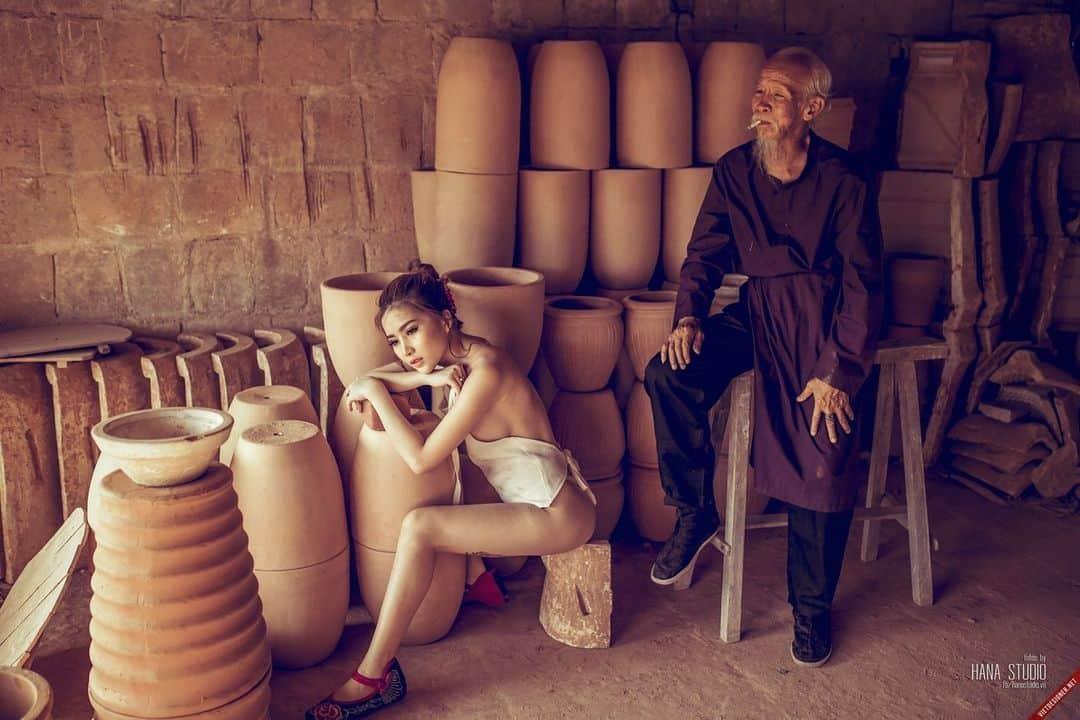 Hai Thôn nữ anh trai và Lão Hạc trong lò gốm