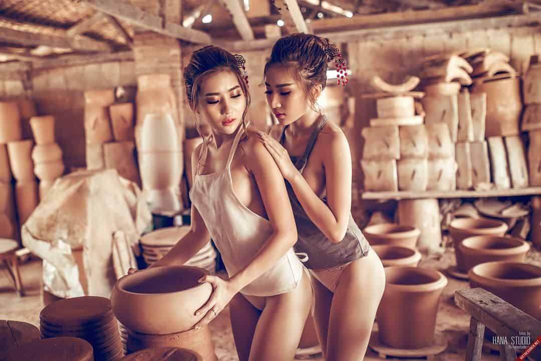 Hình ảnh một Lão Hạc và hai Thôn nữ trong lò gốm