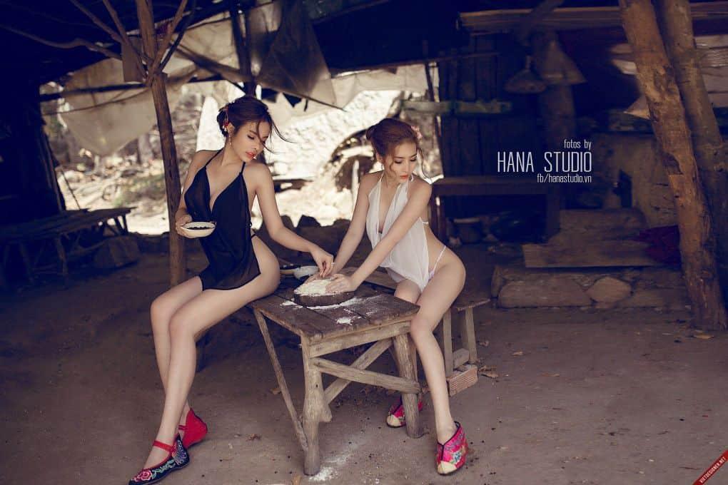 Hai Thôn nữ xinh đẹp trong lò gốm