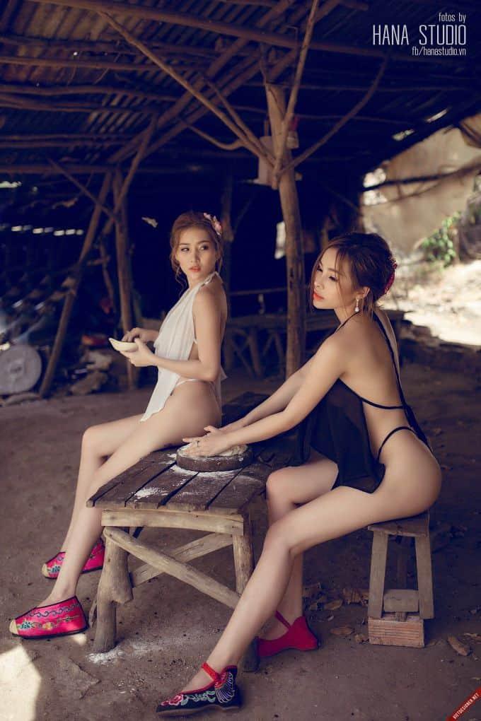 Hai Thôn nữ sexy trong lò gốm