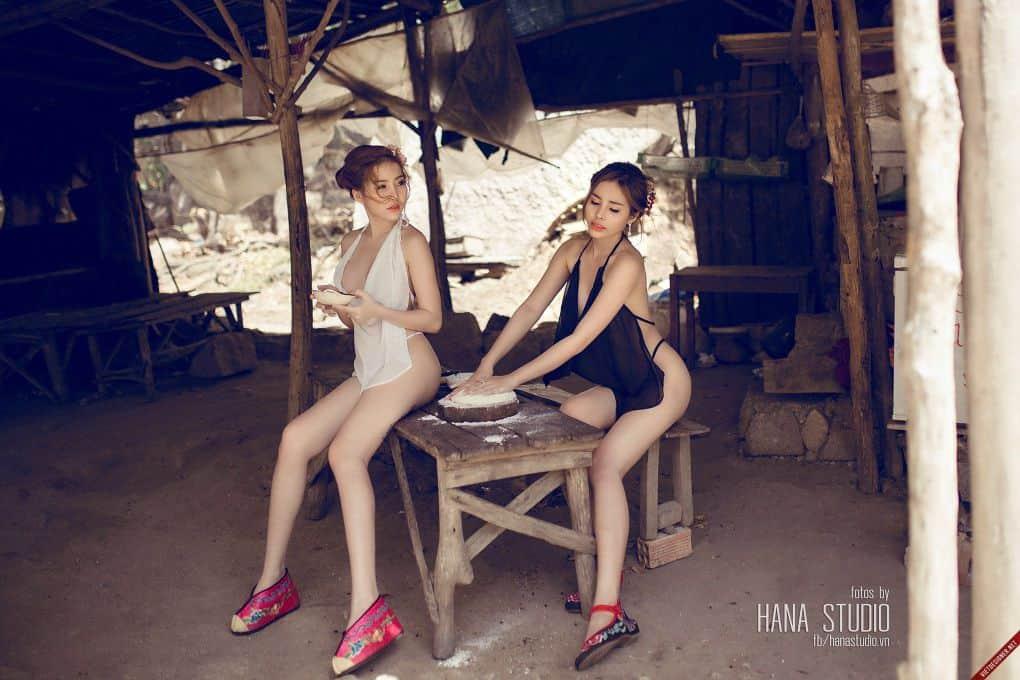 Hai Thôn nữ mặc váy