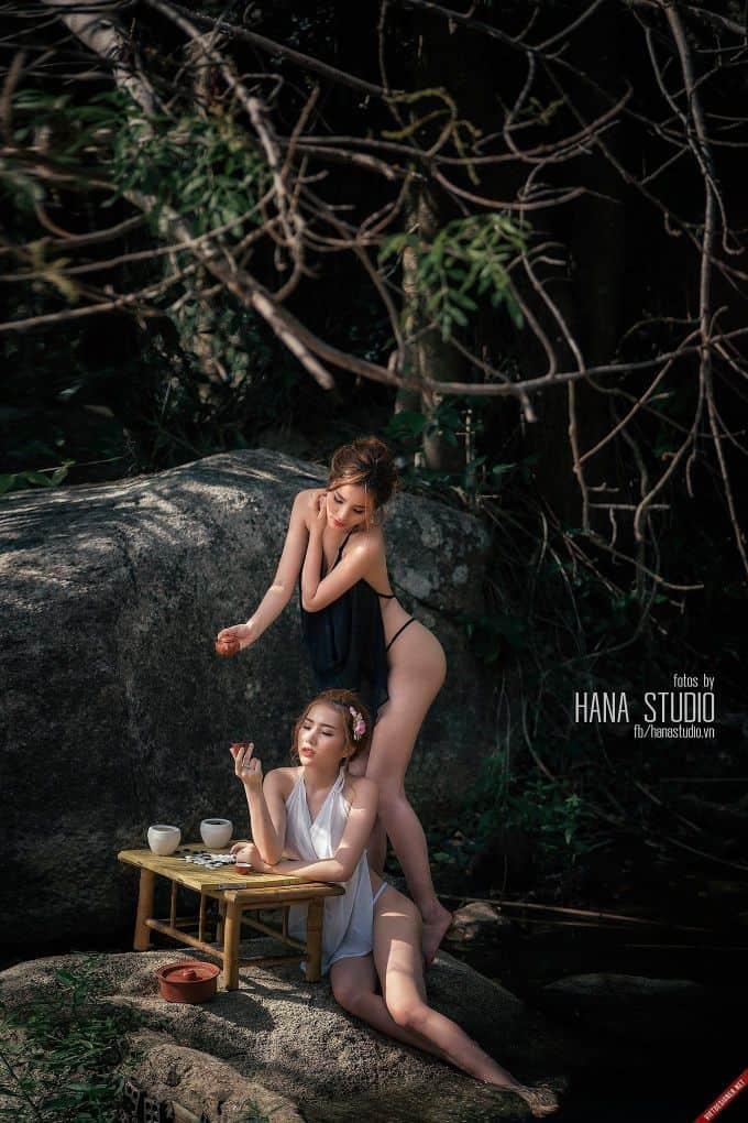 Hai Thôn nữ và Lão Hạc trên lò gốm tuyệt đẹp