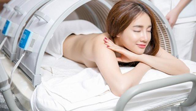 Lo lắng về bộ ảnh nude của Nhã Phương - Ảnh bán nude Nhã Phương duyên dáng trong bồn tắm trắng
