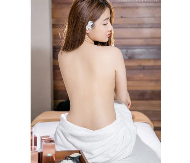 Lộ ảnh nude gợi cảm Phương thanh lịch khoe lưng trần trong loạt ảnh bán nude gợi cảm