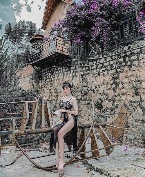 Elly Trần chuộng mặc đồ thiếu vải - 4