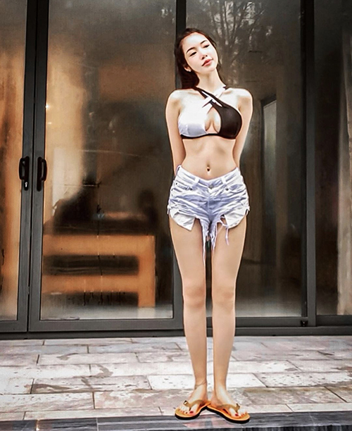 Elly Trần chuộng mặc đồ thiếu vải - 16