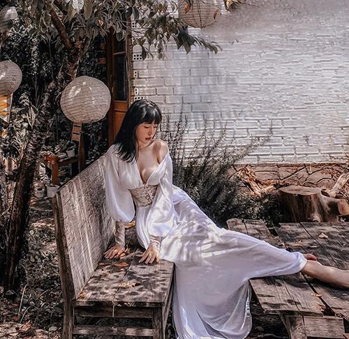 Elly Trần chuộng mặc đồ thiếu vải - 2