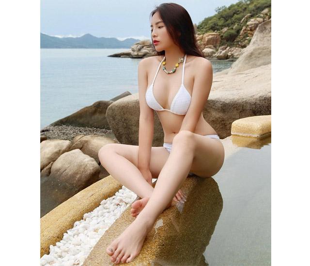 Kỳ Duyên còn được mệnh danh là người đẹp có vòng eo con kiến của làng giải trí Việt.