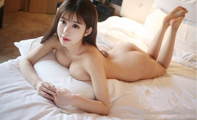 Một người phụ nữ mơ thấy một cô gái khỏa thân