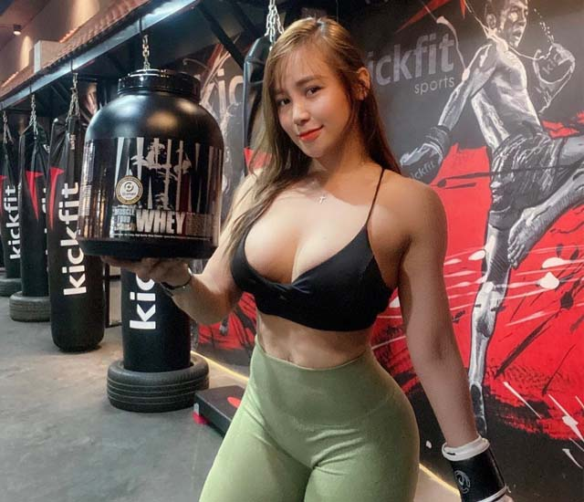 anh emily nguyen sexy moi nhat