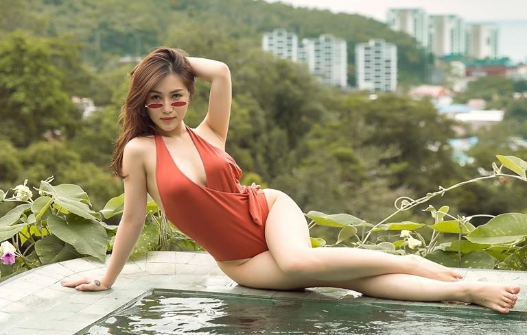 Hương Tràm Bikini
