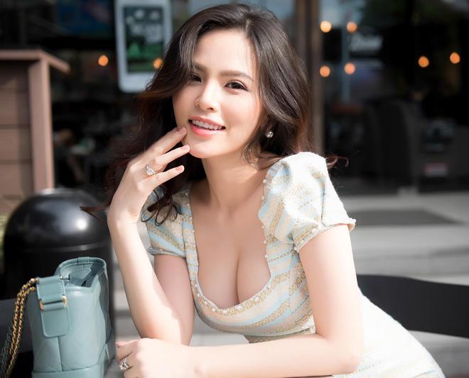Anh Hot Girl Phi Huyen Trang Khoe Vòng 1 đẹp