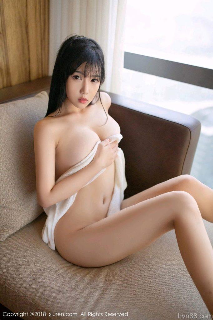 ảnh Nóng Gái Xinh Không Che Ngực Trần