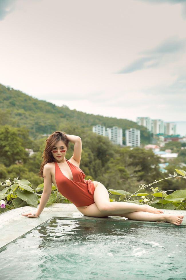 Hương Tràm Bikini Siêu Nóng Bỏng