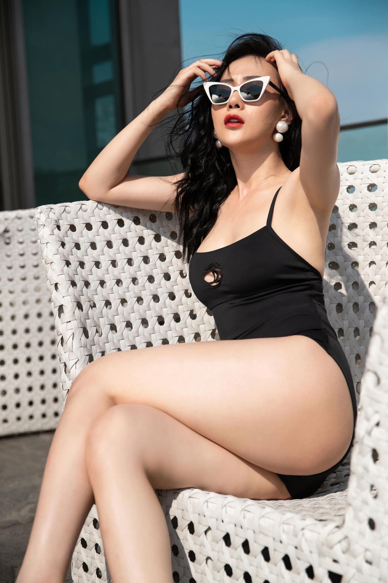 Phương Oanh Quỳnh Búp Bê Bikini