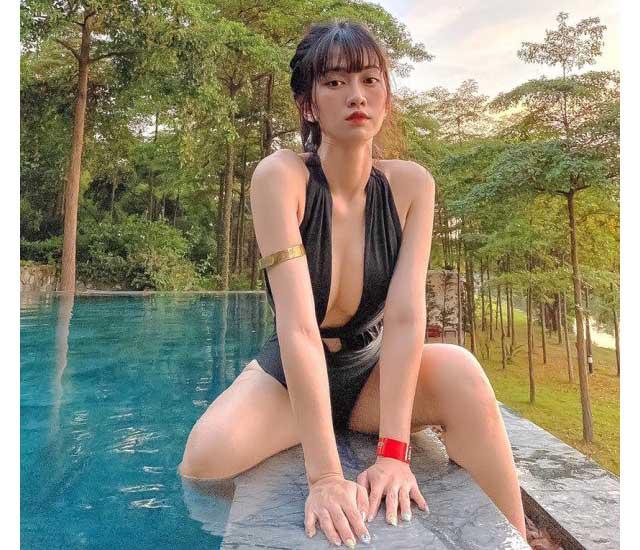 le bong mac bikini tao dang uon eo - Bikini một mảnh có vẻ kín mà cũng không kín được hoàn toàn