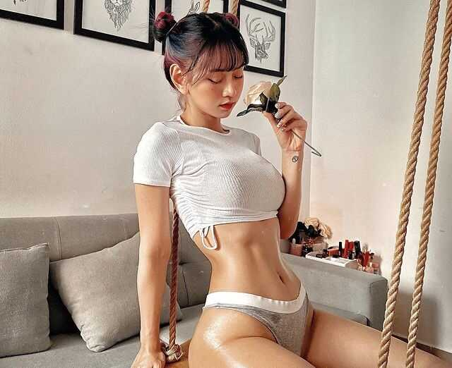 le bong sexy - Hình ảnh body cực bốc lửa của cô nàng sinh năm 1995 Lê Bống
