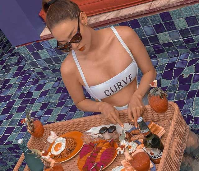 hinh anh goi cam cua minh hang - Cô nàng thường xuyên đăng tải những thước hình du lịch sang chảnh cùng thần thái mặc bikini hút hồn