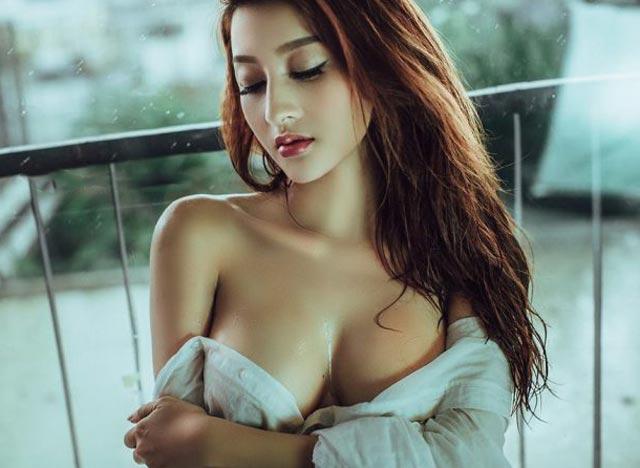 kinh le sexy - Hình như cô nàng có nốt ruồi ở giữa khe ngực