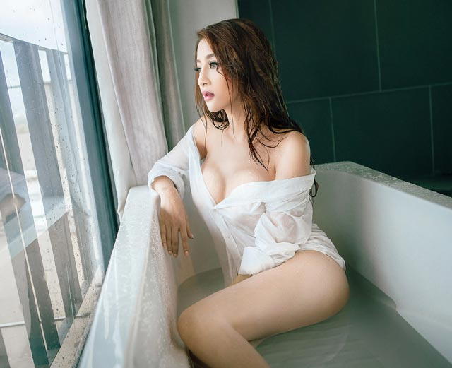 mong kim le - Vòng 3 cong, trắng mịn vô cùng hấp dẫn của Kim Lê