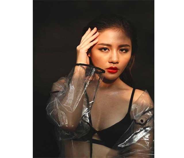 khoa than van mai huong - Văn Mai Hương với trang phục áo bra