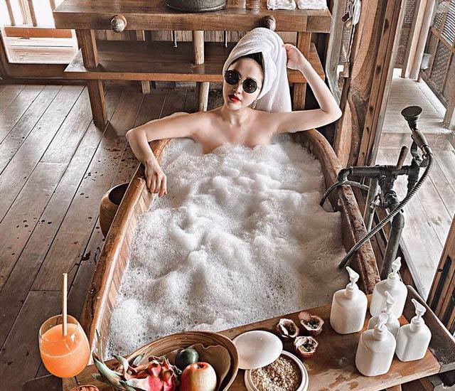 """bao thy bikini sexy quyen ru - Bảo Thy khoe ảnh """"cởi sạch đồ"""" ngâm mình trong bồn tắm tại khu nghỉ dưỡng 5 sao"""