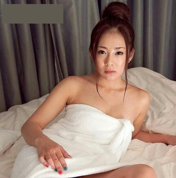 Manori quan hệ tình dục trên giường