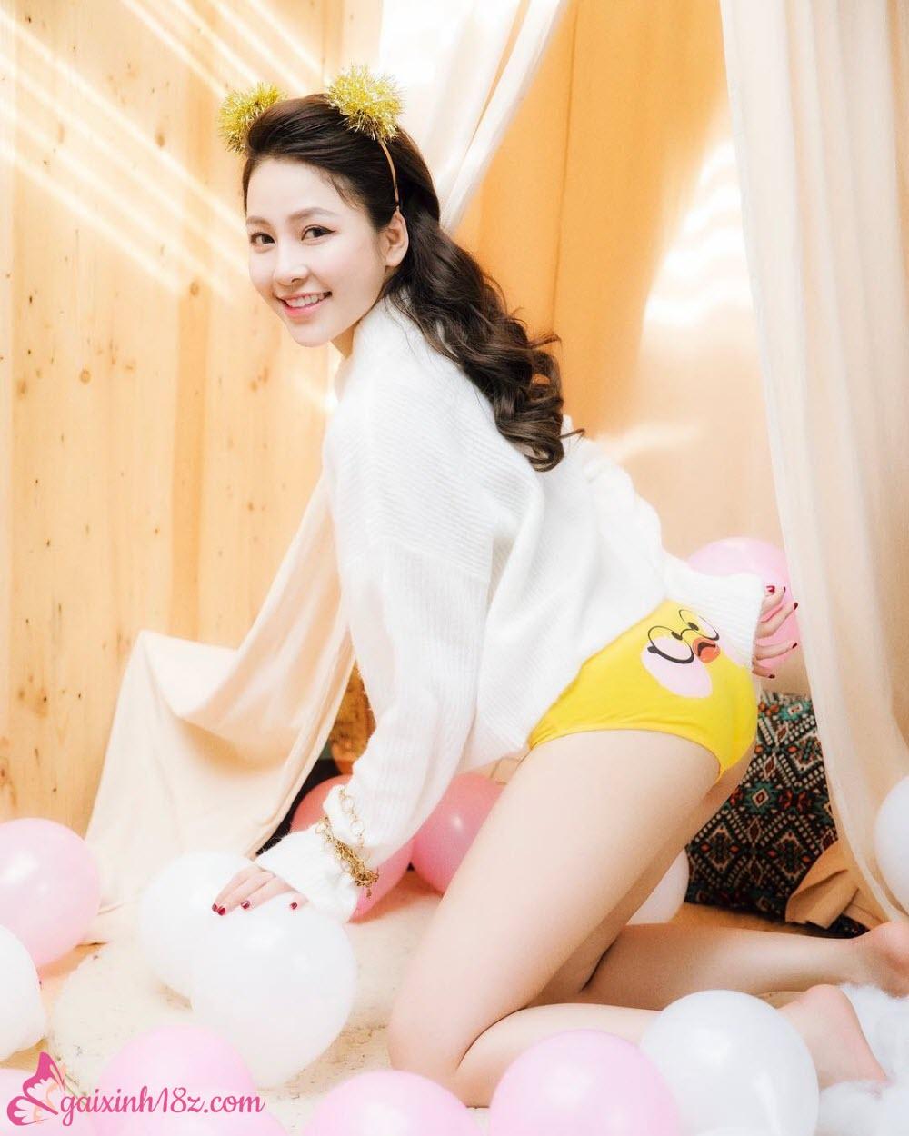 Hot girl Trâm Anh mặc chip ngây thơ của tuổi mới lớn khi đã quá già đời