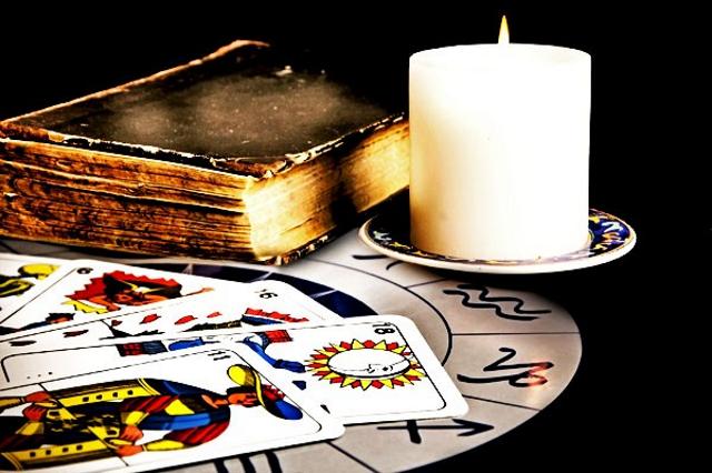 Trước khi đọc bài Tarot, hãy chuẩn bị đủ đồ dùng