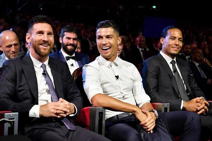 Cristiano Ronaldo là một trong 10 cầu thủ được trả lương cao nhất thế giới