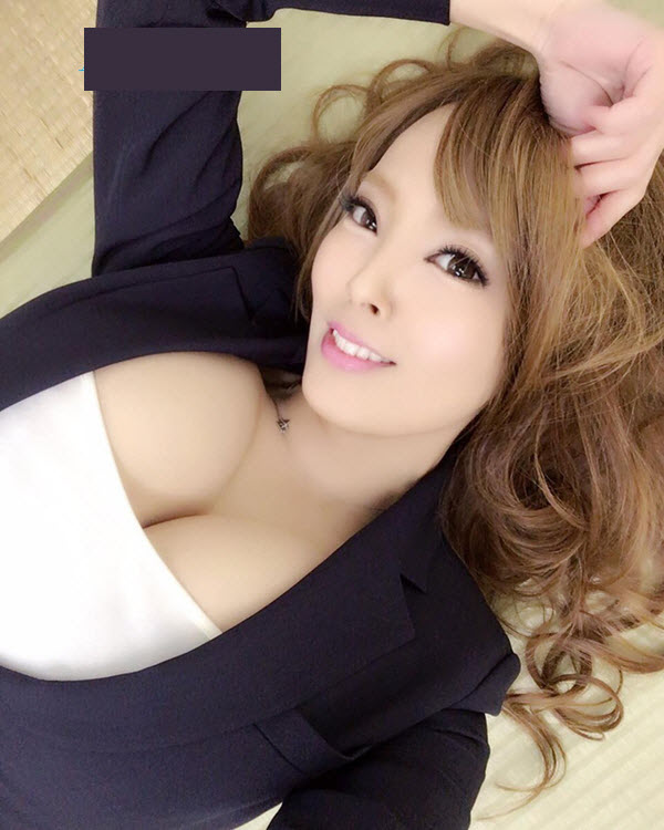 Thân hình nóng bỏng của nữ diễn viên phim sex Hitomi