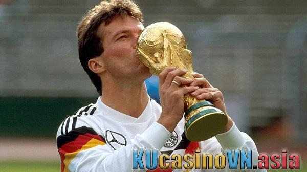 Cầu thủ lớn tuổi nhất từng xuất hiện tại Euro là ai?