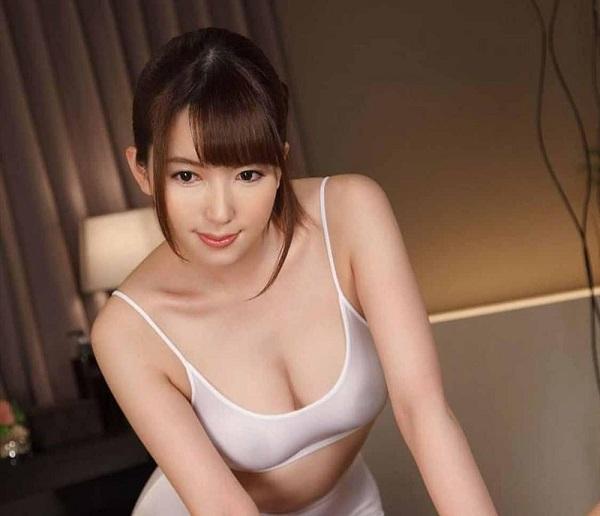 Hatano Yui mặc áo lót sexy