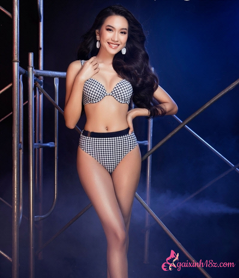 Đoàn Hải My bikini