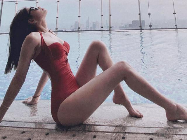 Những nàng WAGs vương giả trong làng bóng đá Việt Nam khoe thân hình nuột nà trong những bộ bikini