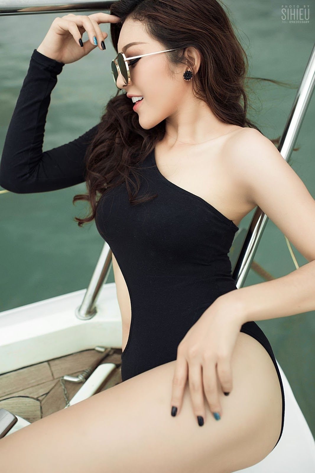 Hot girl du thuyền Thiên Hương 13