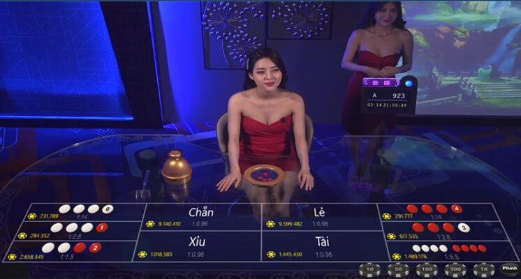 MC Kina trong sảnh poker của KU Casino
