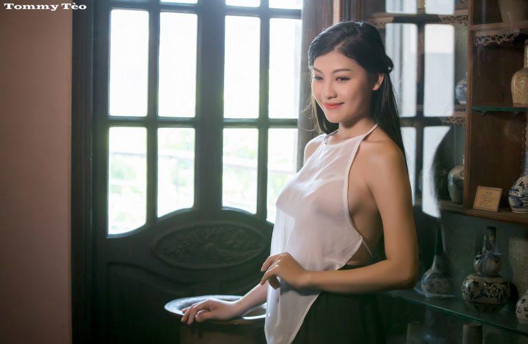 Album ảnh khỏa thân full HD của người phụ nữ mặc áo yếm