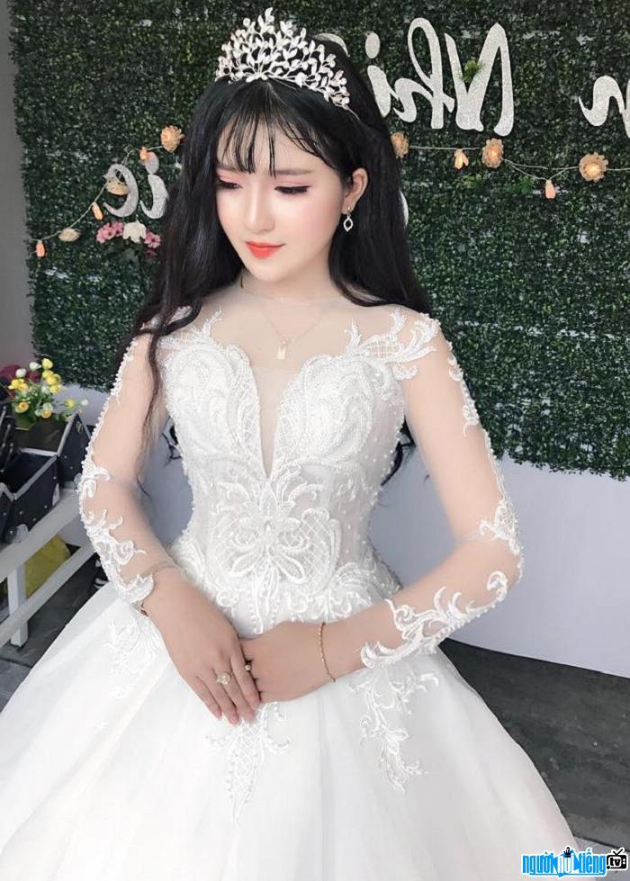 búp bê mặc áo cưới